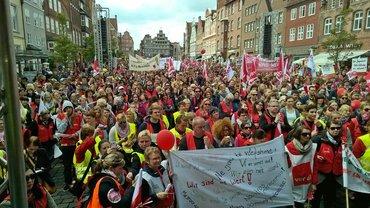 Zentrale Streikversammlung in Lüneburg