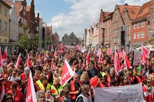 6.000 im Ausstand – zentrale Streikversammlung in Lüneburg