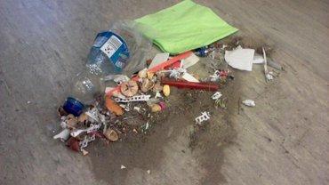 Zusammengefegter Abfall
