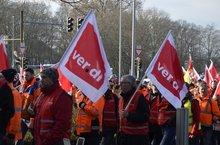 Am 2.2.2017 zogen ca. 400 Beschäftigte der niedersächsischen Straßenbauverwaltung über den Ricklinger Kreisel, zur Kundgebung vor dem Wirtschaftsministerium.