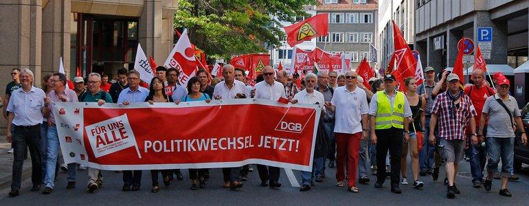 13.000 Menschen zeigen in Hannover Flagge