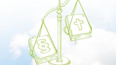 Waage mit Gesetzbuch und Kirche