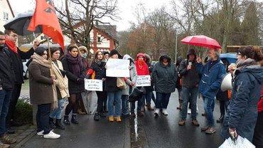 Beschäftigte der Altenpflege Wetter protestieren am 17. Januar 2019 in Marburg gegen den Beitritt zur Diakonie.