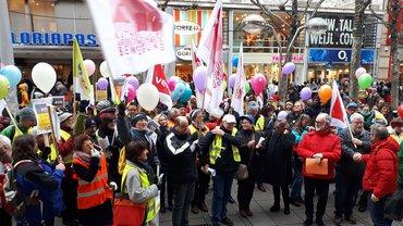 Gemeinsamer Protest von ver.di, Mitarbeiterseite der Arbeitsrechtlichen Kommission der Caritas undDiözesaner Arbeitsgemeinschaft der Mitarbeitervertretungen im Dezember 2018 in Stuttgart