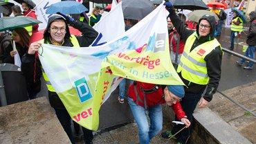 Hessische Diakonie-Beschäftigte protestieren für Tarifverträge