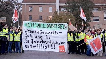 Streikende mit Banner