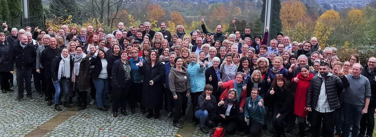 Anforderungen im Sozial- und Erziehungsdienst steigen. Deshalb müssen sich auch Bezahlung und Arbeitsbedingungen verbessern. Kasseler Konferenz diskutiert Positionen und Aktionen.