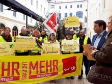 Übergabe der Aufforderungen an den KAV durch Vertreter*innen der Behindertenhilfe Niedersachsen