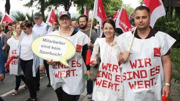 Beschäftigte beim Banken-Streik am 20.6.2019 in Hamburg.